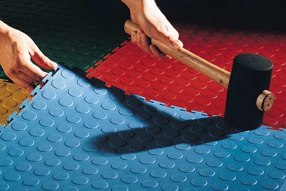 Главные преимущества резинового напольного покрытия